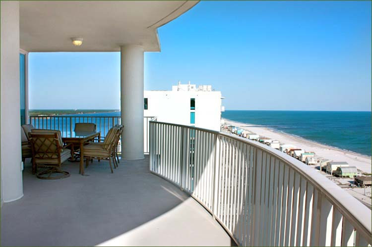Gulf shores condo for rent with outstanding views of little lagoon and the gulf